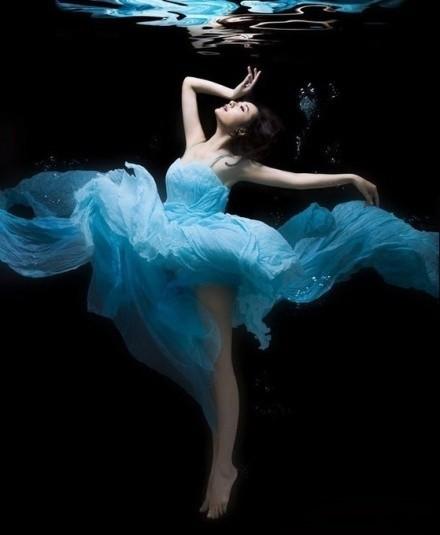蓝色,无疑是我的最爱  唯美美图