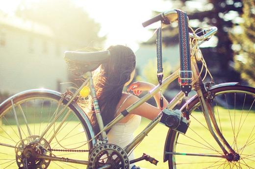 骑自行车的意境女孩唯美图片